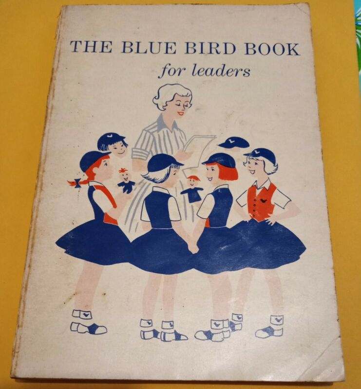 Vintage 1962 THE BLUE BIRD BOOK for Leaders CAMP FIRE GIRLS PB (B315)