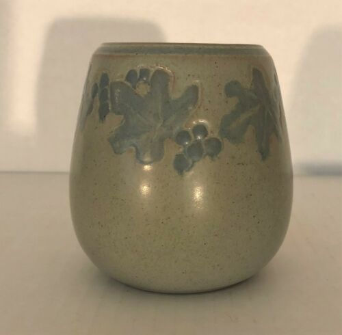 Decorated Marblehead Pottery Vase MINT!