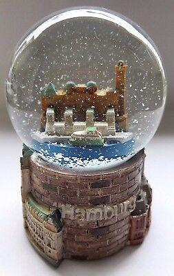 wunderschöne kleine Schneekugel Hamburg mit Landungsbrücken, Rathaus, Speicher,