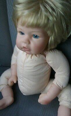 Lee Middleton Reva Girl Doll Blonde Hair Blue Eyes Thumb Sucking 080402 (2) 2002
