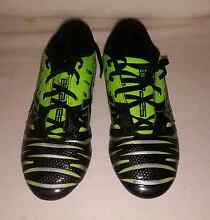 Boys size 3 Soccer Boots/shoes