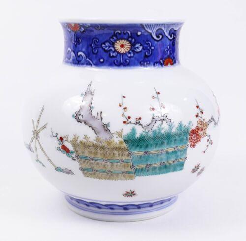 Fine Sakaida Kakiemon Japanese Porcelain Vase - Perfect
