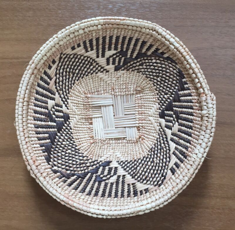 """Handwoven Straw African Basket Bowl from Zimbabwe 6 1/2"""" x 1"""" Intricate Design"""