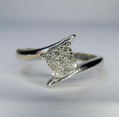 9ct WHITE GOLD DIAMOND RING - 10 points -  Size K  ...A2