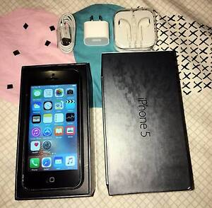 Black iPhone 5 32gb (awesome condition, all accessories) Merrimac Gold Coast City Preview