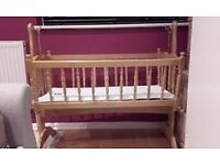 Rocking wooden cotbed with mattress