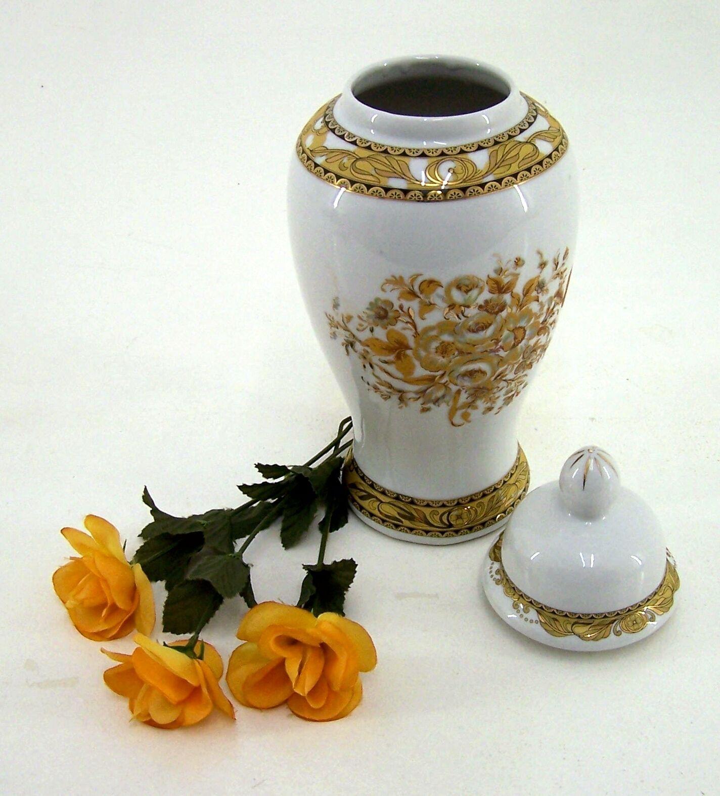 porzellan vase mit deckel goldornamente deckelvase handarbeit h he ca 31 cm eur 39 99. Black Bedroom Furniture Sets. Home Design Ideas
