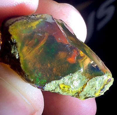 66.ct Natural Ethiopian Welo Rough Opal Green Flash (untreated Crystal)
