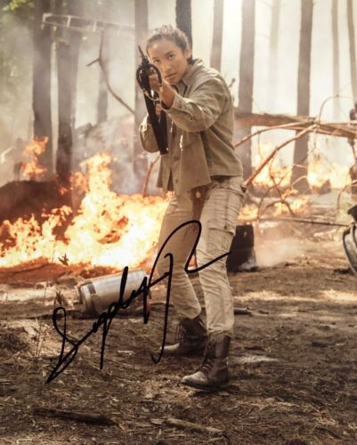 The Walking Dead SYDNEY PARK SIGNED 8x10 Photo