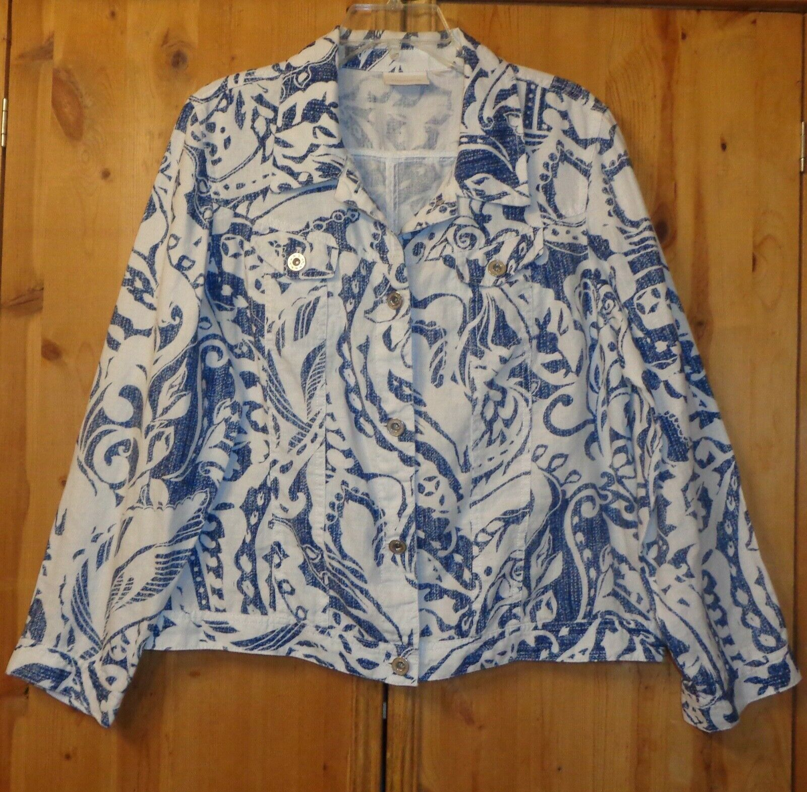 WHITE WITH BLUE PAISLEY PRINT LINEN JACKET FROM CHICO S SIZE 3 - $9.99