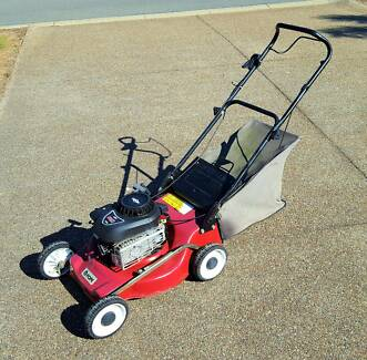 Pope Briggs & Stratton 4 Stroke Petrol 148cc Lawnmower