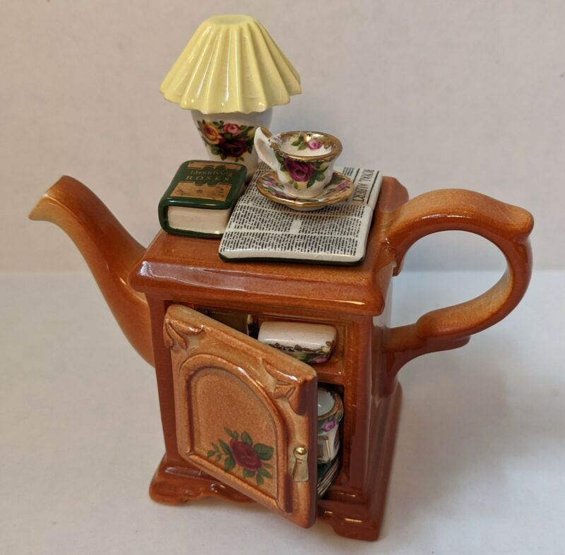 Old Country Roses (Royal Albert) Handcrafted TEAPOT w Books, China, reading deco