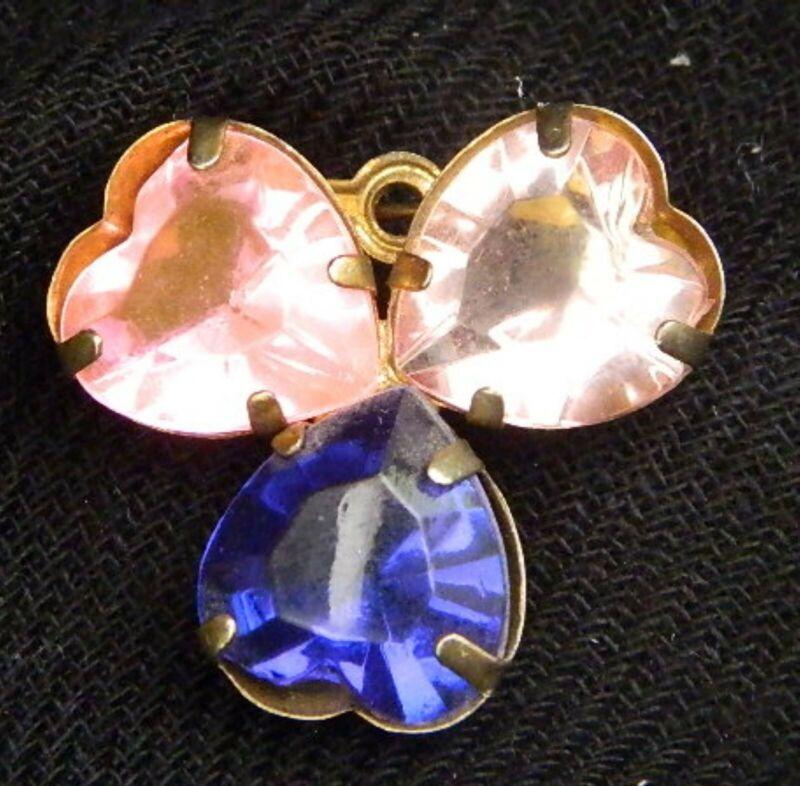 090#J-- Brooch Pin Heart Glass Vintage