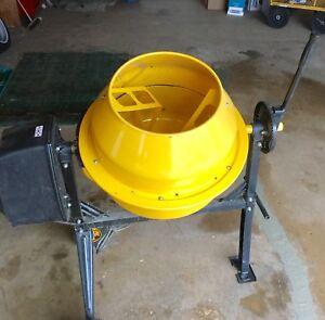 Cement mixer: model HCM400