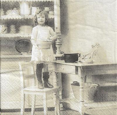 Lot de 2 Serviettes en papier Fille dans la Cuisine Vintage Decoupage Collage
