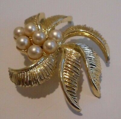 Vintage Off White Faux Pearl,Gold Tone Metal ,Embossed Curved Leaves, (Gold Tone White Curves)