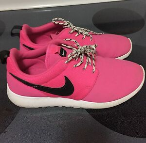 NEW Nike Pink Roshes - SIZE 6Y / 7.5 US WOMENS