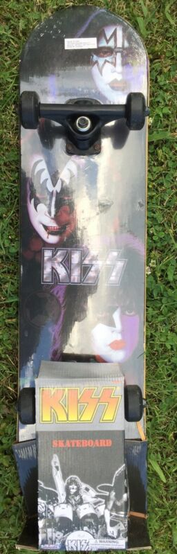 KISS ROCK STAR CLASSIC BAND SKATEBOARD COLLECTIBLE 💀2011