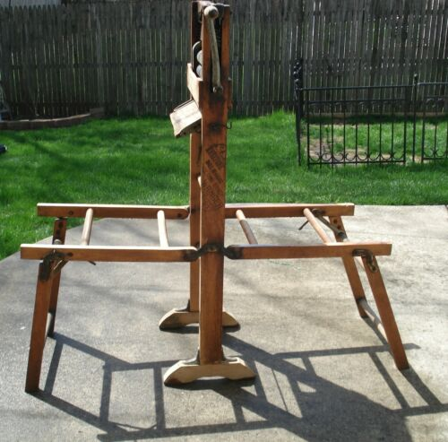 Antique Keystone Horseshoe Brand Folding Bench Wringer B318E