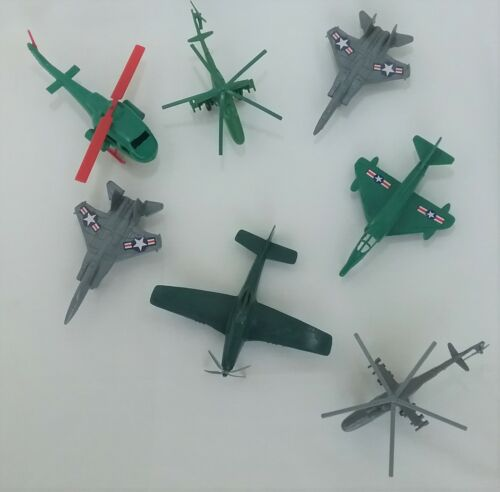 "LOT of 7 Vintage Plastic Army Men Accessories Helicopters & Planes  5"" - 7"""