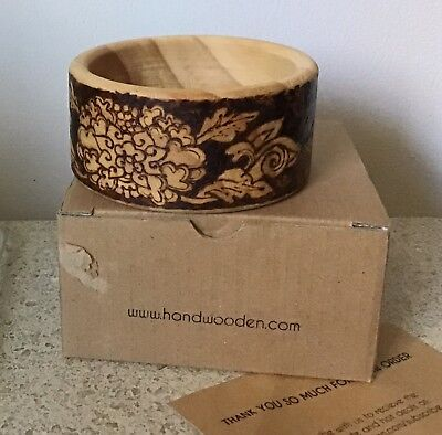 (Hand Wooden wooden burned design bracelet flowers 6.5 cm)