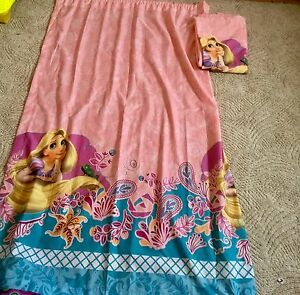 One reversible comforter , one Disney princess Rapunzul