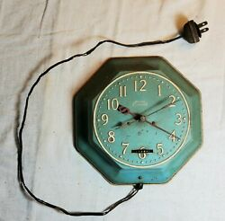 VINTAGE ELECTRIC EVERITE BRAND WALL CLOCK MODEL 50B BLUE COLORED 3-HAND EMBOSSED