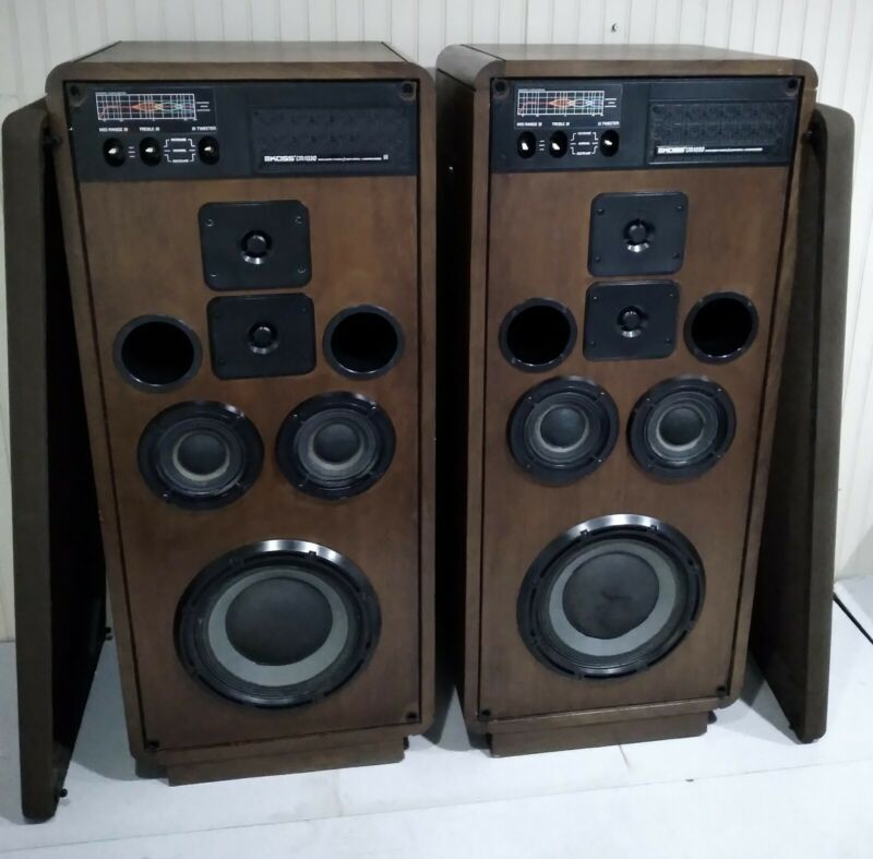 KOSS CM 1030-EXCELLENT CONDITION-AMAZING SOUND-LEGENDARY SPEAKERS-PRICED AS PAIR