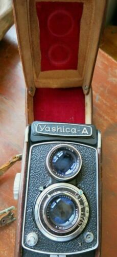 Vintage YASHICA A TLR 6X6 CM Camera in Original Leather Case