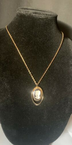 Vintage clear lady cameo pendant  gold chain necklace 70s