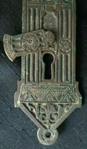 ANTIQUE COVERED KEYHOLE ESCUTCHEON - EASTLAKE 1800 ORNATE DOOR KNOB BACK PLATE