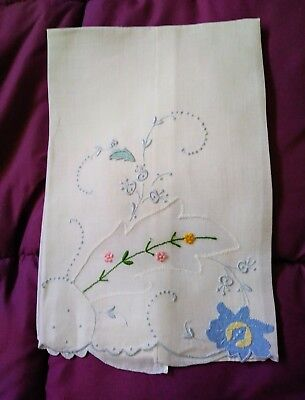 """Pretty Floral Design Hankerchief Linen Embroidered Hand Towel 18 1/3"""" by 13 1/2"""""""