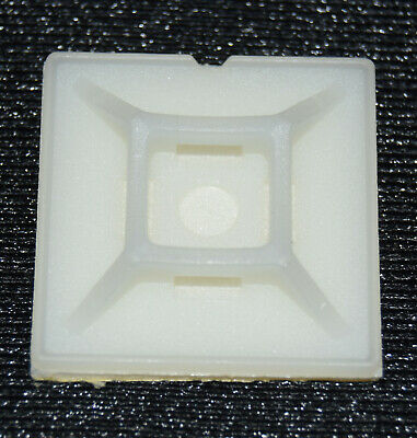 Base adhesiva para brida abrazadera blanca 30x30mm