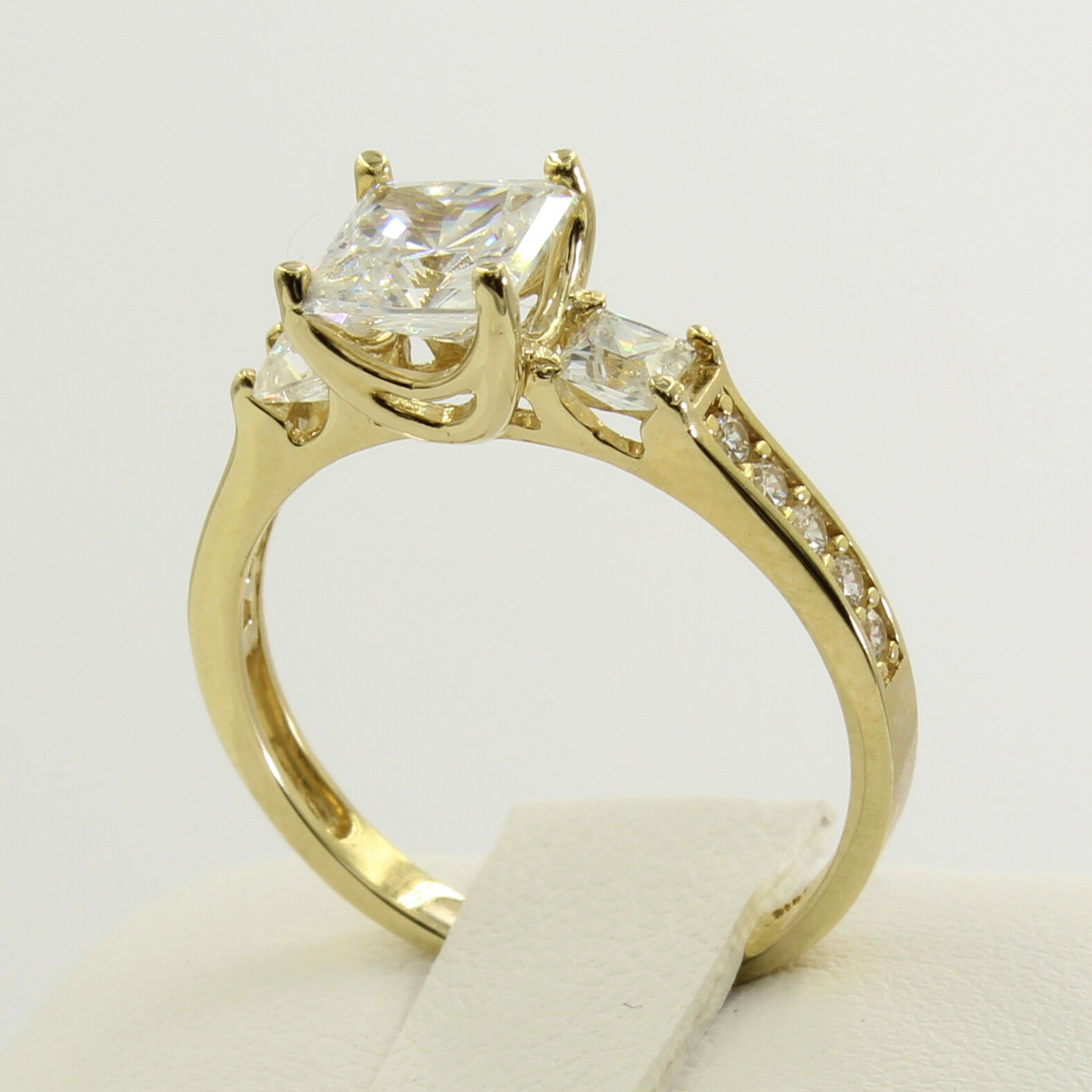 2.5 Ct 14K Real Yellow Gold Princess Cut 3 Stone Engagement Wedding Promise  Ring фото a4ce3dd2253