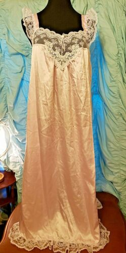 """Vtg Satin Sissy Gown Night Gown 44"""" Bust Beautiful soft pink white lace sz L"""