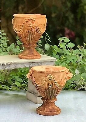 (Miniature Dollhouse FAIRY GARDEN Accessories ~ Set of 2 Aged Urns with Swag NEW)