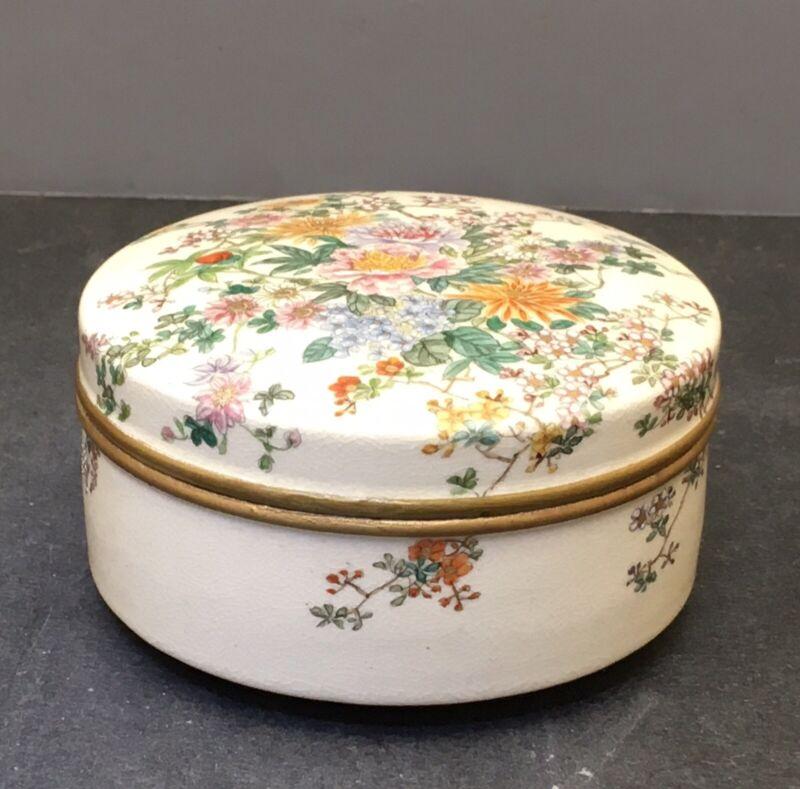 Elegant Japanese Meiji Satsuma Lidded Box, Signed