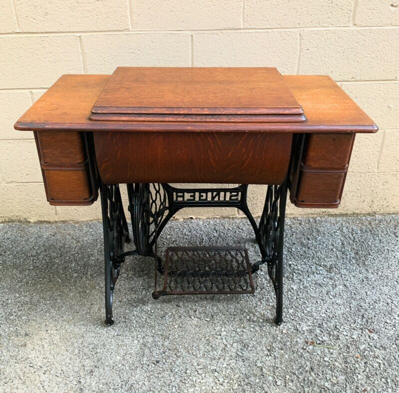 Antique 1910 Singer Model 15 Treadle Sewing Machine with Oak Cabinet + Extras.