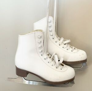 Youth size 1 figure skates