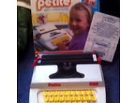 Petite 880 typewriter Vintage