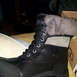 Bottes uggs noir taille 6 200$