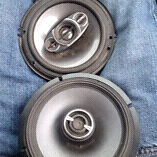 3 car speakers alpine type r's and one clarion need gone asap