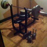 Weight bench w/ 200 lbs