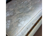 Immaculate king size mattress from sterling furniture rrp 650