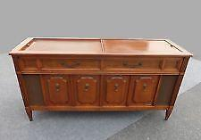 Charmant Vintage Stereo Console
