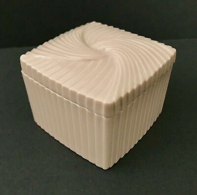 1985 Lilac Pink Fluted Post-Modern AVON 2 1/4 inch Ceramic BOX w LID FREE SHIP