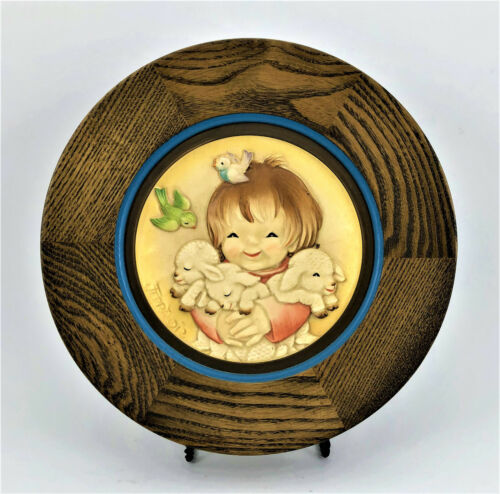 """ANRI Mother's Day 1980 """"Spring Arrivals"""" Ferrandiz Handcrafted & Painted Plate"""