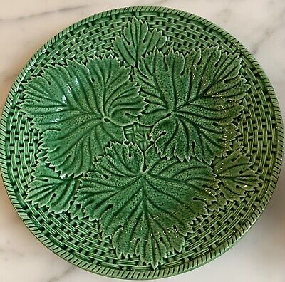 Cabbage leaf relief pattern. Dessert stand Serving piece Yellow majolica leaf design Yellow cake stand Spring decor