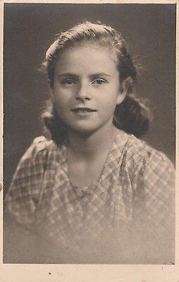 Foto AK Bildhübsches Mädchen Liselotte