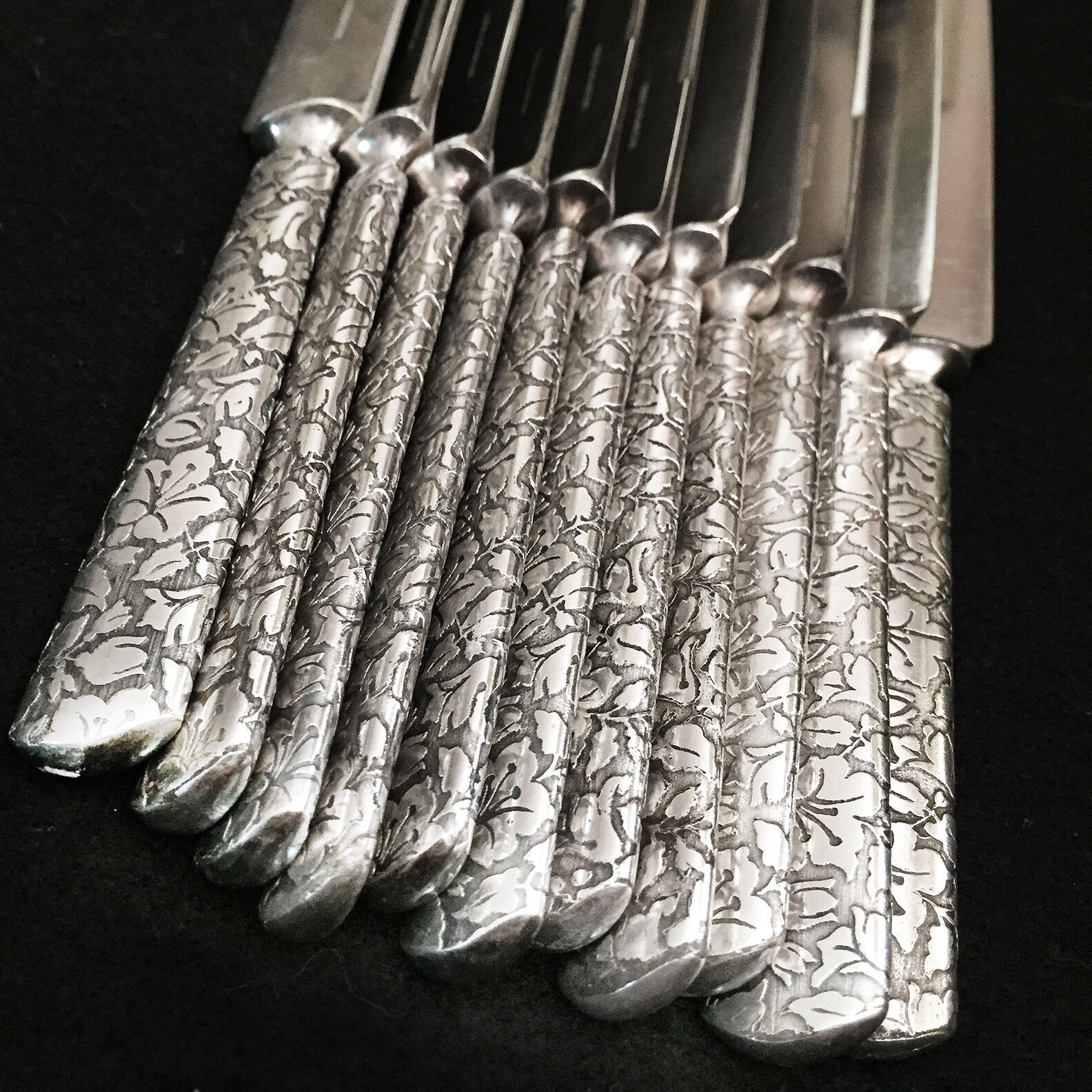 RARE - Reed Barton BROCADE 1870 - 11pc Silverplate Blunt Solid Dinner Knives - $175.00